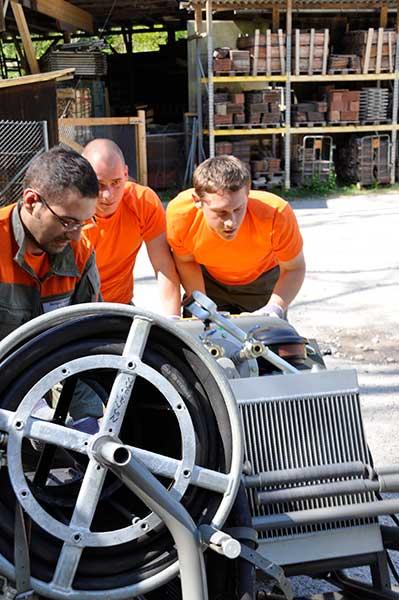 Einräumen eines Stromgenerators - Unterstützung
